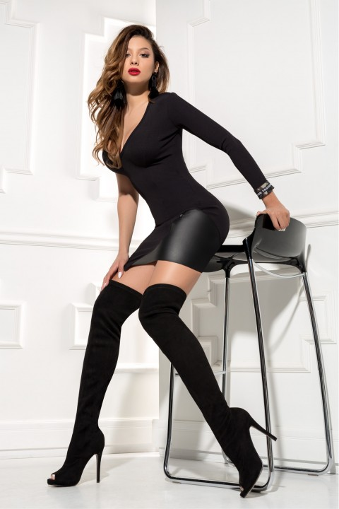 Minidress monomanica di colore nero con inserto in ecopelle.