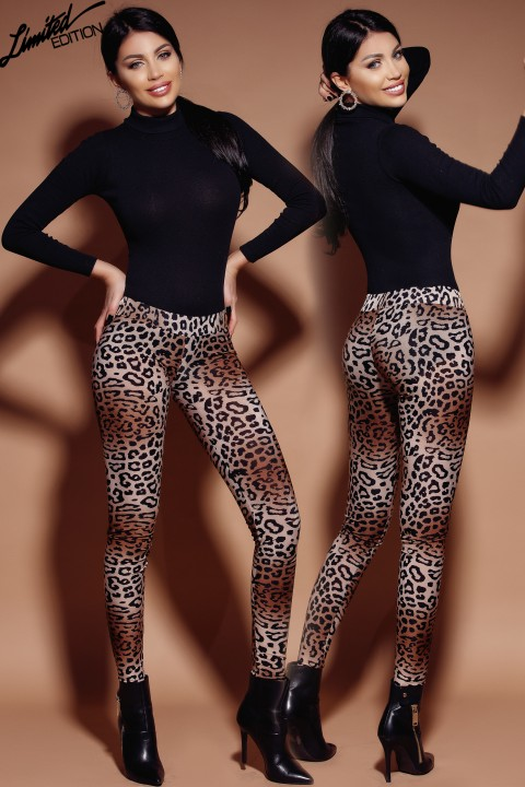 Leggings push up in tessuto fantasia maculata.