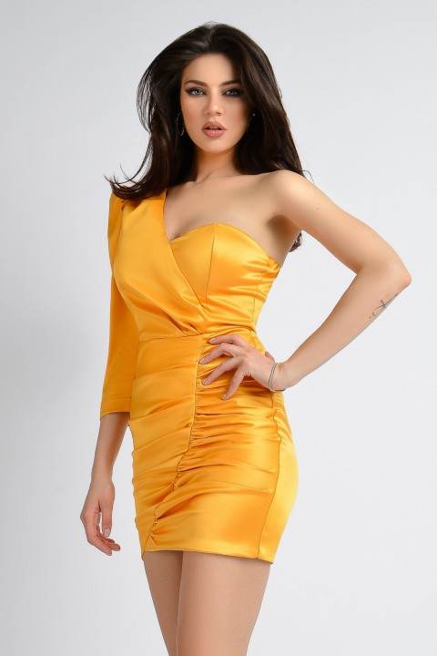 Minidress elegante mono manica in raso giallo.