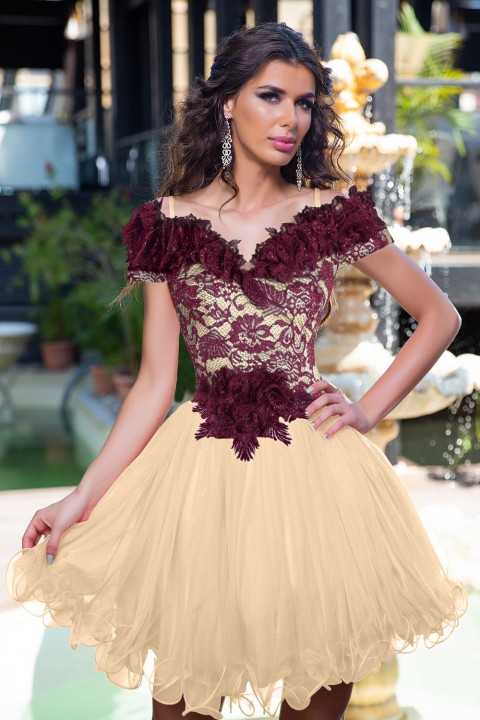 Abito princess in organza beige e pizzo color bordeaux.