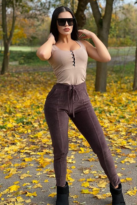 Sports trousers in brown chenille.