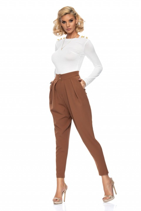 Pantalone capri di colore marrone con pinces.