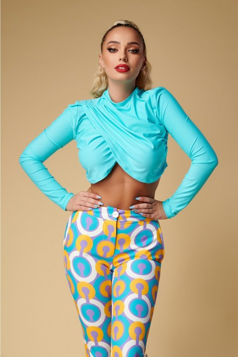 Maglia cropped in lycra color turchese.