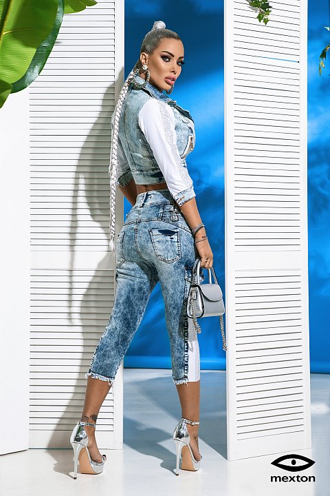 Faded blue cropped jeans.