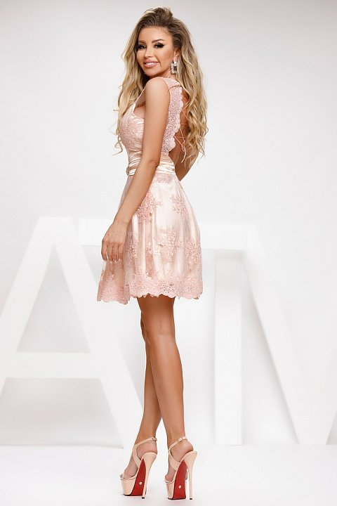 Light pink princess dress in satin and embroidered tulle.