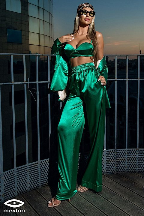 Green-colored casual set in satin cotton.