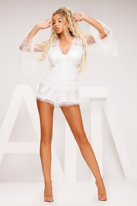 Elegant white short jumpsuit with rouches.