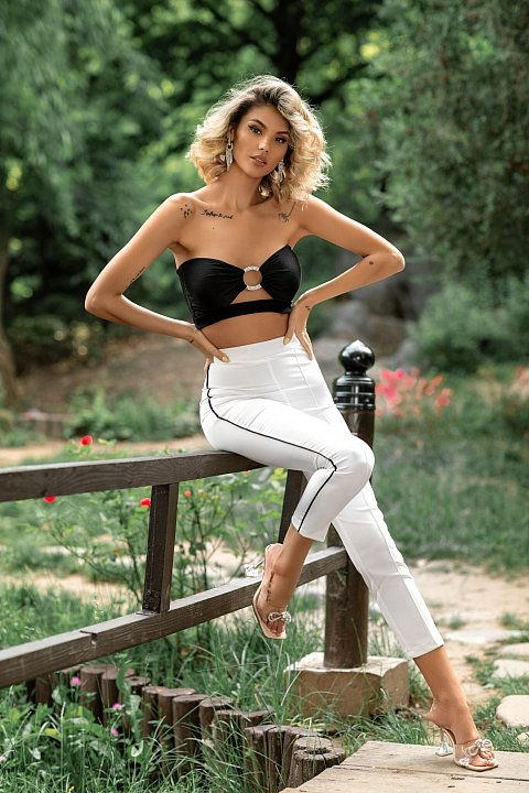 Black bandeau top with central ring.
