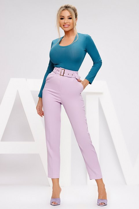 Lilac cady capri trousers with belt.