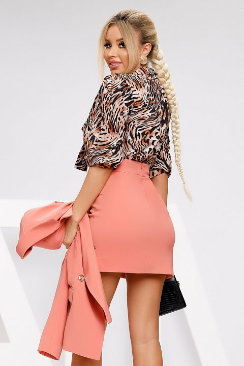 Salmon pink miniskirt with gold buttons.