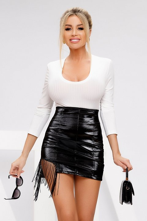 Black mini skirt in vintage effect eco-leather.