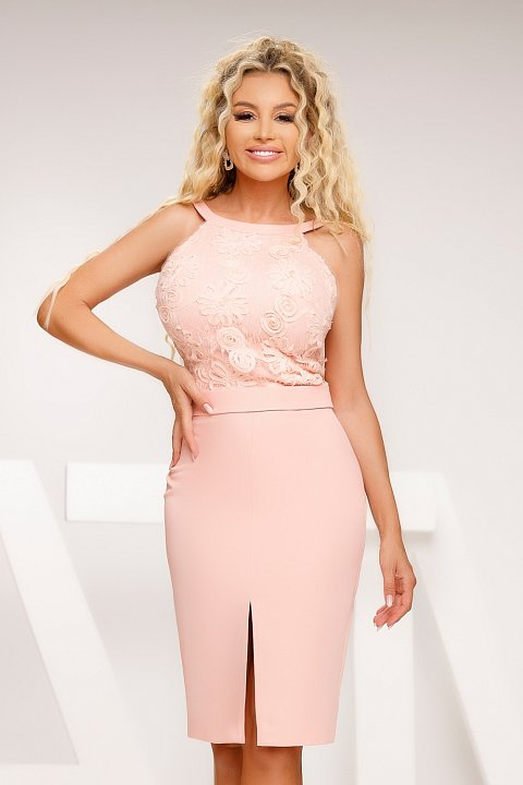 Elegant pink sheath dress with embroidery.