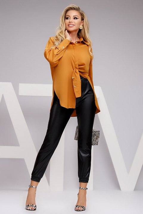 Sporty-casual black faux leather trousers
