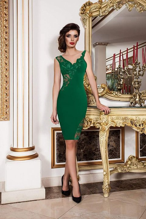 Elegant green sheath dress with tulle and embroidery.