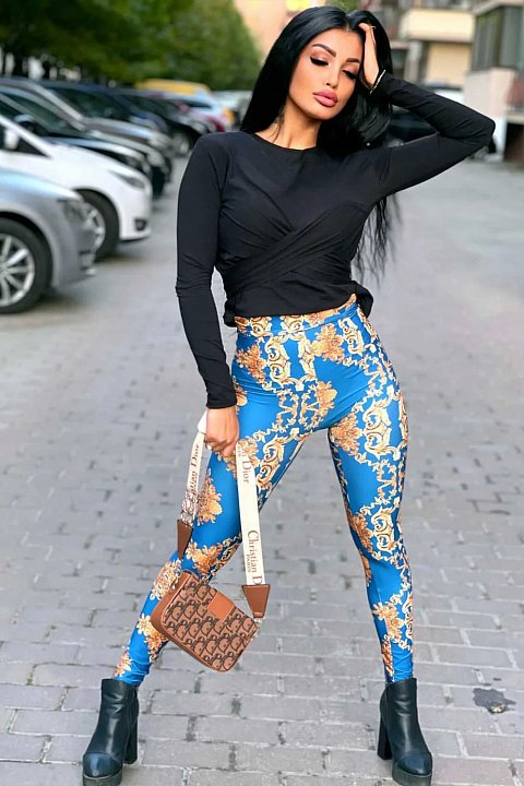 Leggings in light blue with gold pattern.